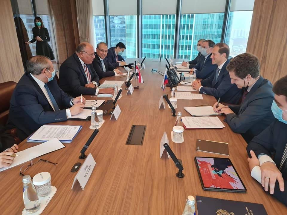 صور | سامح شكري يبحث مع وزير الصناعة والتجارة الروسي العلاقات الثنائية