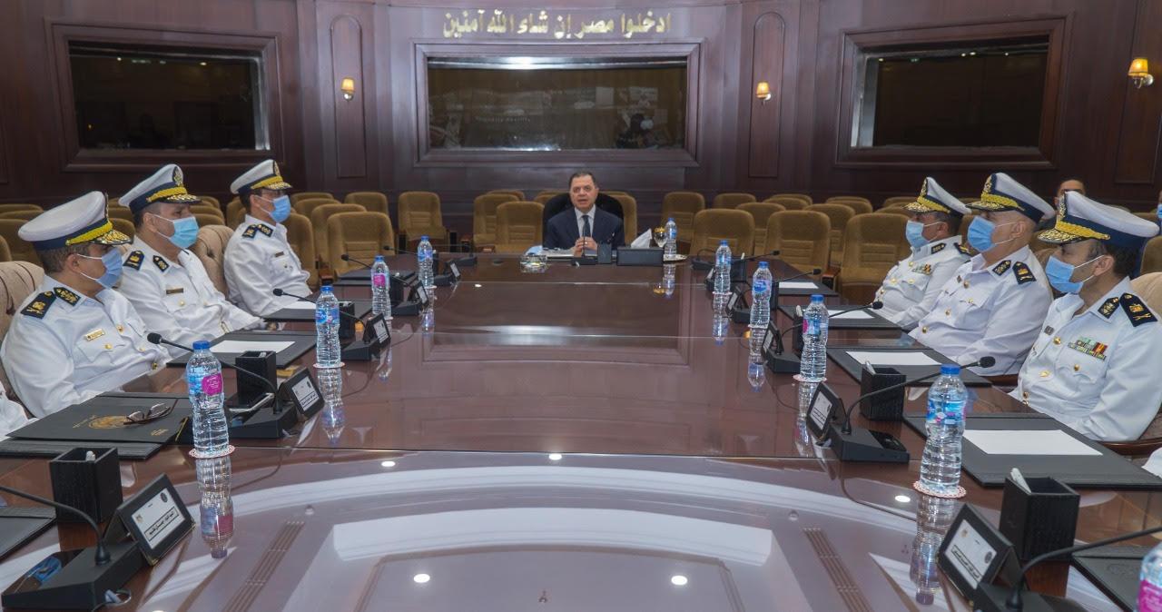 وزير الداخلية يعقد اجتماعا بالقيادات الأمنية لمتابعة خطة تأمين انتخابات النواب