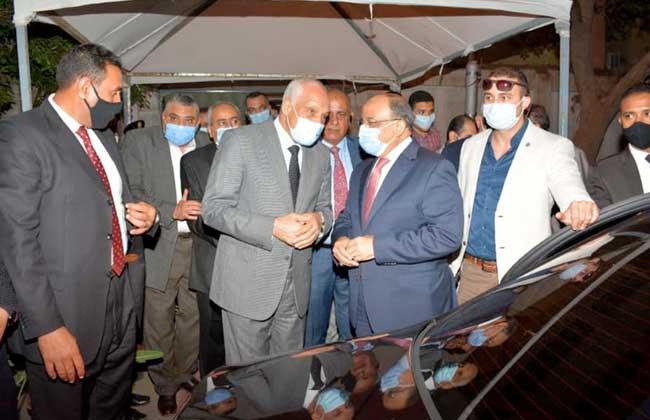 صور | وزير التنمية المحلية ومحافظ الجيزة يتفقدان لجان انتخابات النواب بالدقي والعجوزة