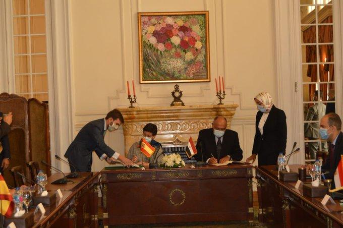 وزير الخارجية ونظيرته الأسبانية يوقعان مذكرة تفاهم للتشاور السياسي بين البلدين