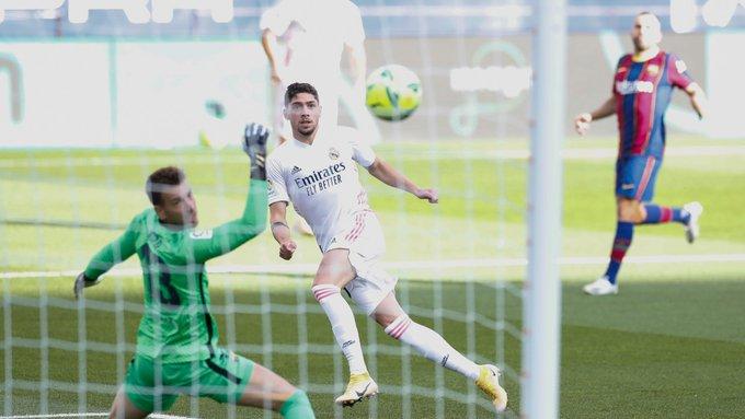 صور | ريال مدريد يحقق فوزًا ثمينًا على برشلونة  بثلاثية في الدوري الإسباني