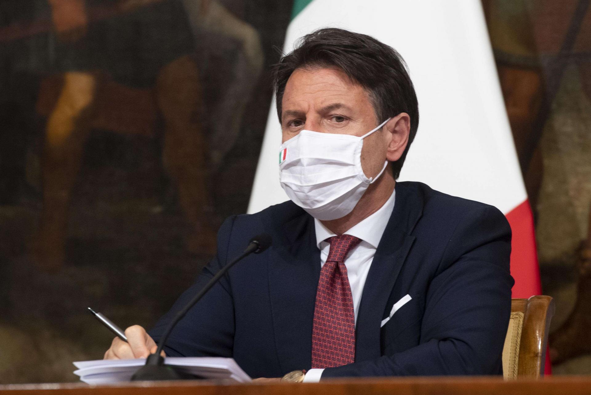 رئيس وزراء إيطاليا يستبعد فرض إغلاق وطني جديد لمواجهة ارتفاع إصابات كورونا