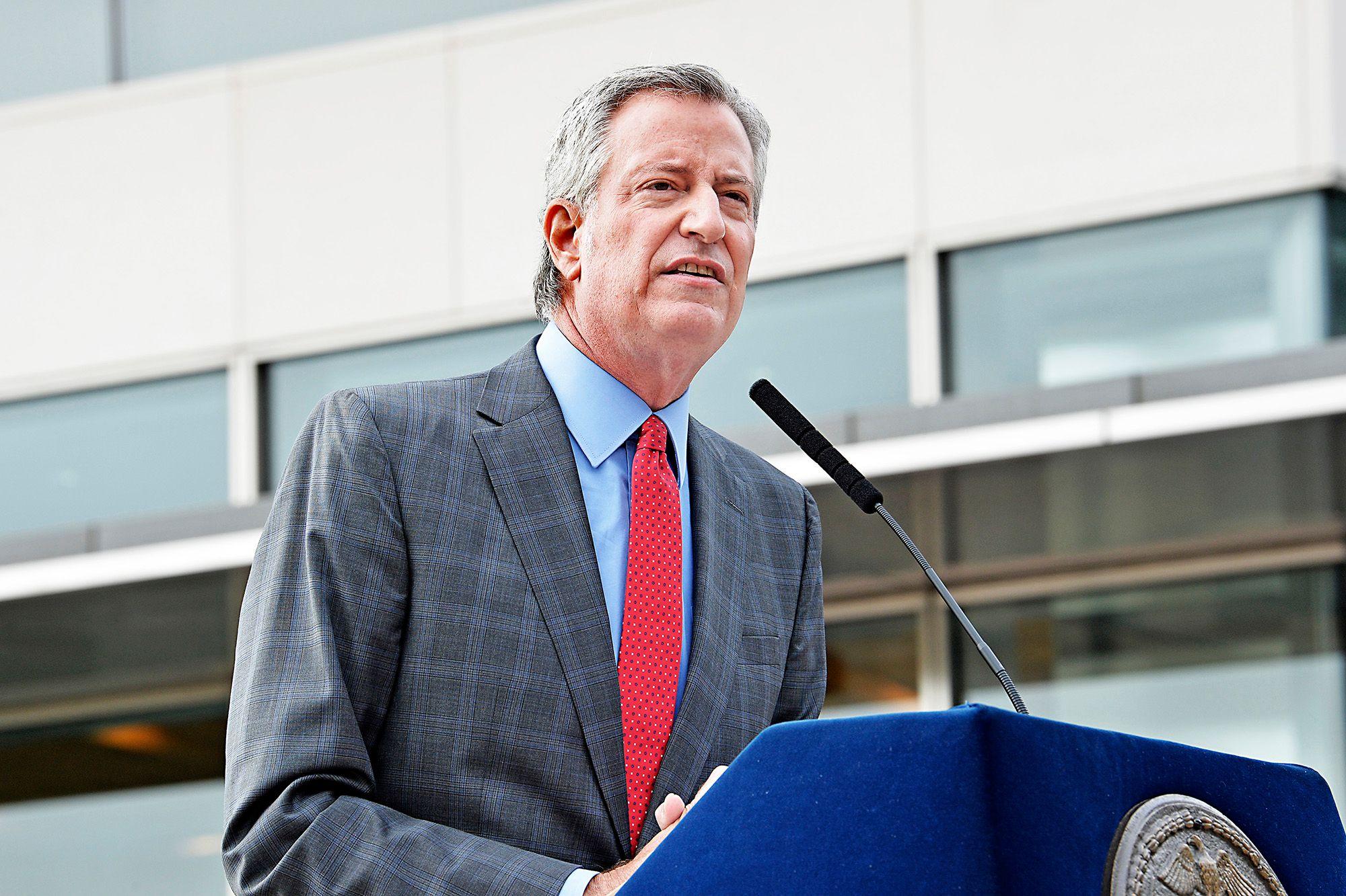 نيويورك تعتزم إغلاق المدارس والمتاجر والشركات الأربعاء المقبل بسبب كورونا