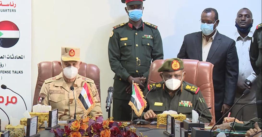 فيديو | رئيس الأركان يعود إلى أرض الوطن بعد إنتهاء زيارته للسودان