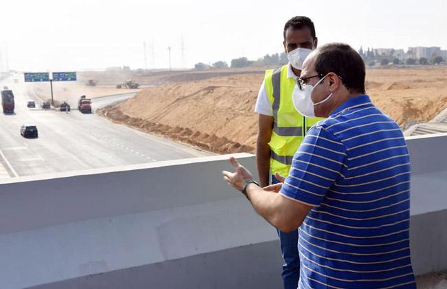 تفقد الرئيس السيسي مشروعات تطوير المحاور والكباري يتصدر اهتمامات صحف القاهرة