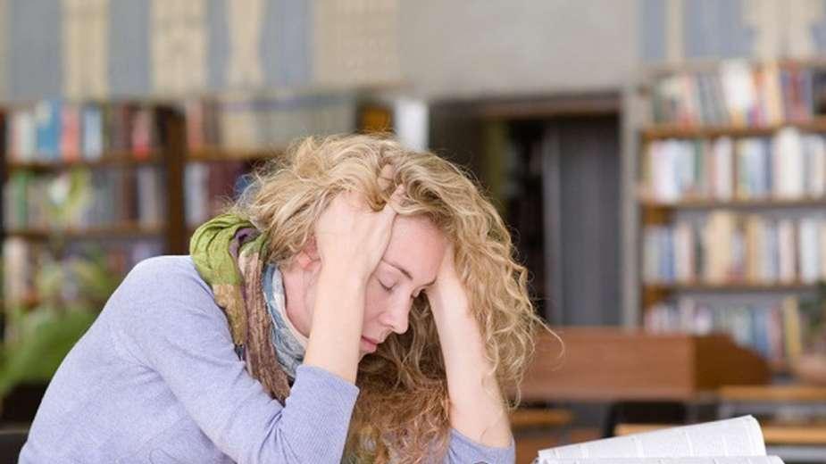 بدء اليوم الدراسي متأخرا قد يقلل نوبات الصداع النصفي لطلاب الصف الثانوي