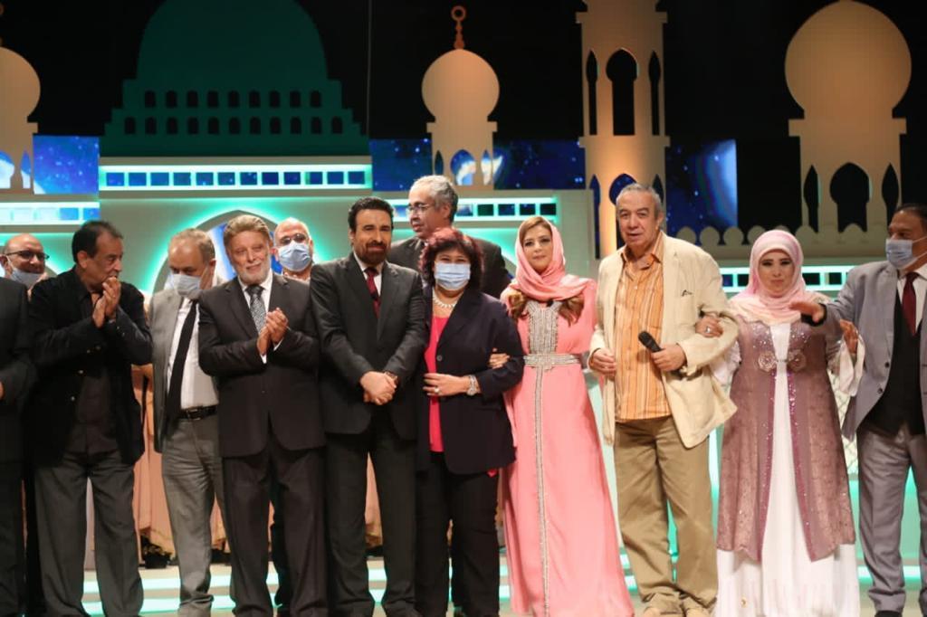 صور  وزيرة الثقافة تشهد عرض الليلة المحمدية الأولى على مسرح البالون
