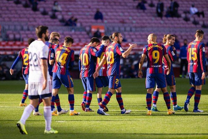 برشلونة يفوز على أوساسونا برباعية في الدوري الإسباني