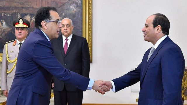 تحت قيادة السيسي.. مصطفى مدبولي رئيس حكومة المستحيل