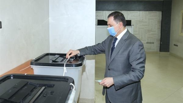 وزير الداخلية يدلي بصوته في انتخابات مجلس النواب