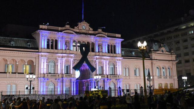 وصول جثمان مارادونا إلى القصر الرئاسى بالأرجنتين تمهيدا لبدء المراسم