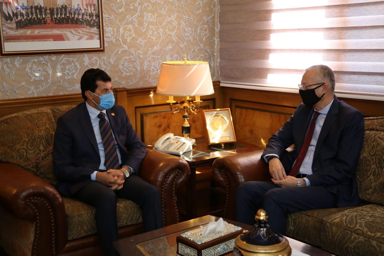وزير الرياضة يستقبل سفير مصر لدي بولندا قبل استلام مهام عمله