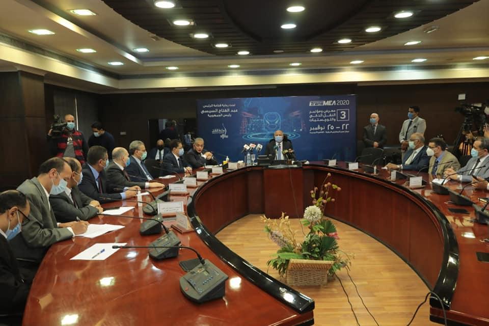 صور | وزير النقل : حريصون على استمرار عجلة العمل مع اتخاذ الإجراءات اللازمة لمواجهة كورونا
