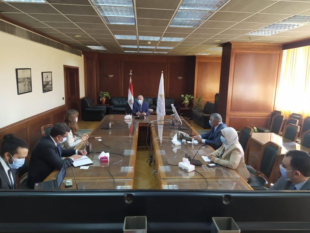 صور | وزير الرى يلتقى ممثلى بنك الإعمار الأوروبى لبحث التعاون فى مجالات المياه