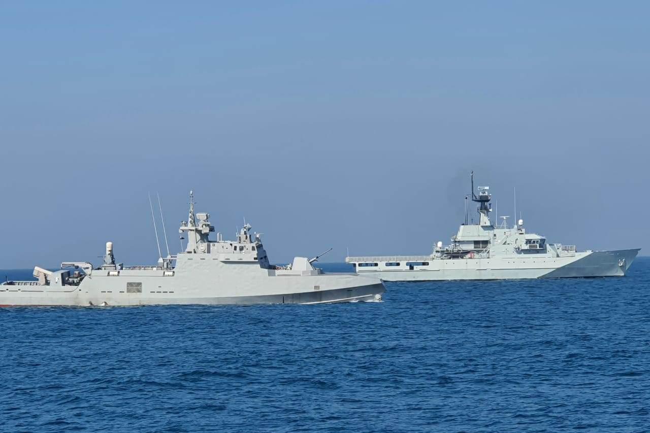 البحرية المصرية والبحرينية تنفذان تدريبا بحريا عابرا في نطاق الأسطول الشمالى