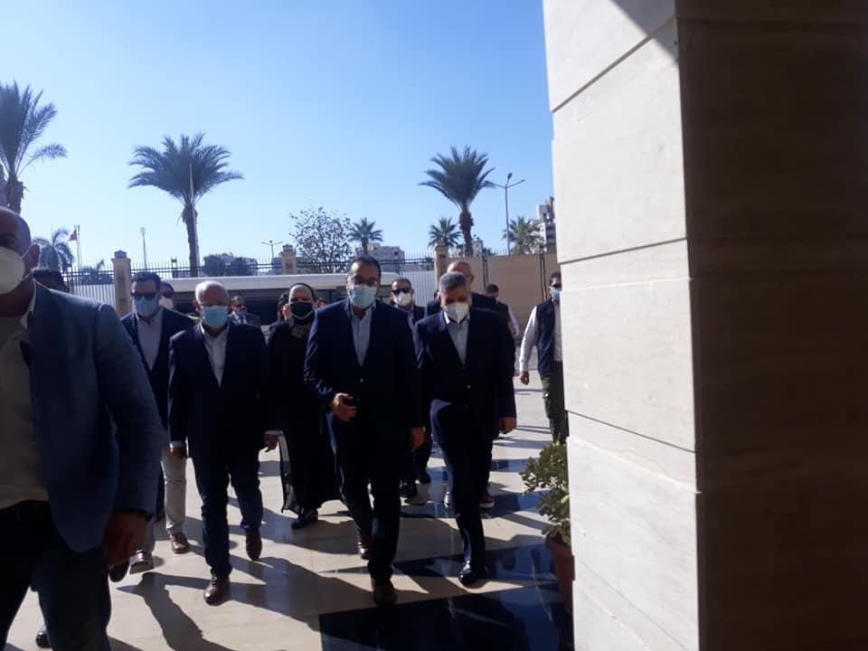 صور | رئيس الوزراء يتفقد سوق الخضار الجديد في بورسعيد