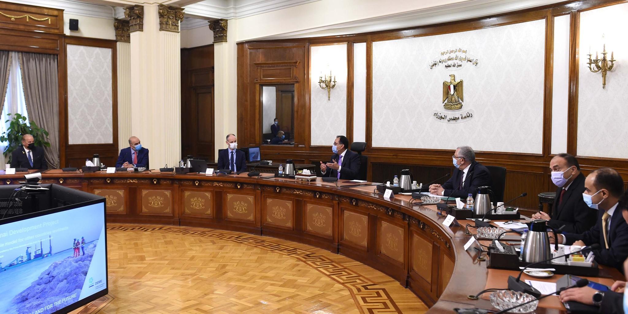 صور | رئيس الوزراء يعقد اجتماعا لاستعراض المخطط العام لتطوير بحيرة البردويل