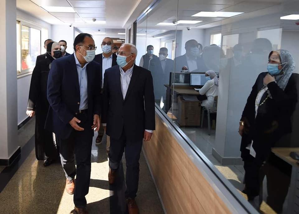صور   رئيس الوزراء يتفقد المركز التكنولوجي لخدمة المواطنين ببورسعيد