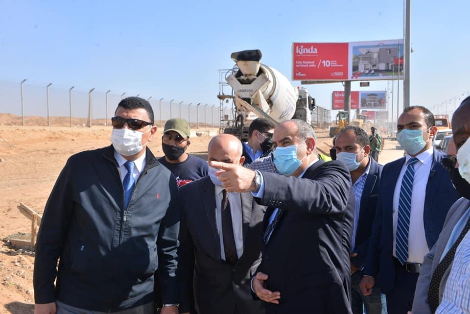 صور   وزير الطيران يتفقد مشروع أسوار التأمين المحيطة بمطار القاهرة الدولي