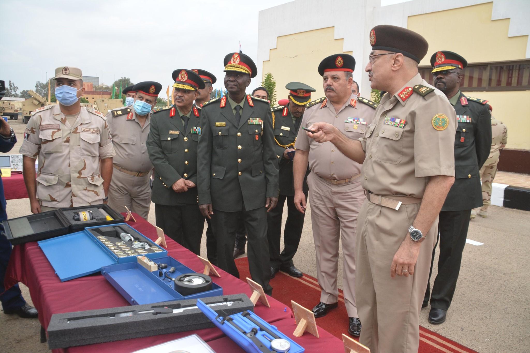 صور | قائد قوات الدفاع الجوى السودانى يلتقى الفريق على فهمى ويتفقدان عددا من الوحدات