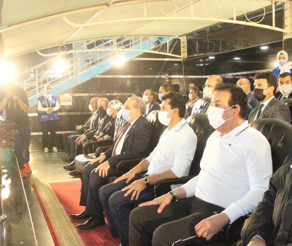 صور | وزير التعليم العالي يشهد انطلاق دوري الوزارات ويشارك في مباراة استعراضية