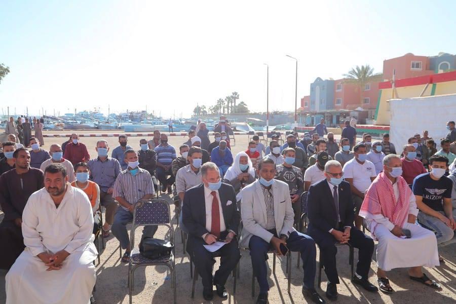 صور | وزير القوى العاملة تقدم الرعاية الصحية والاجتماعية لـ 50 ألفا من صغار الصيادين