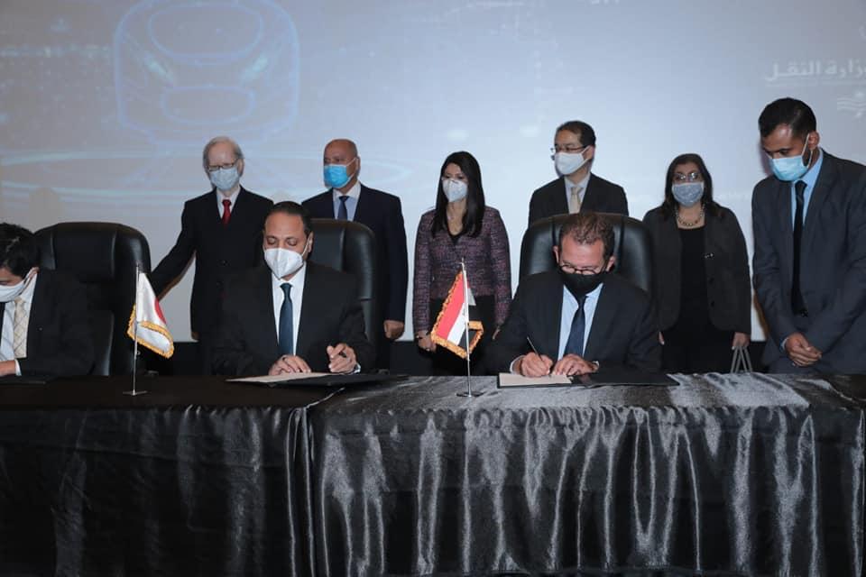 صور | وزراء النقل والتعاون الدولي والبترول يشهدون توقيع 6 إتفاقيات في مجال السكة الحديد والجر الكهربائي