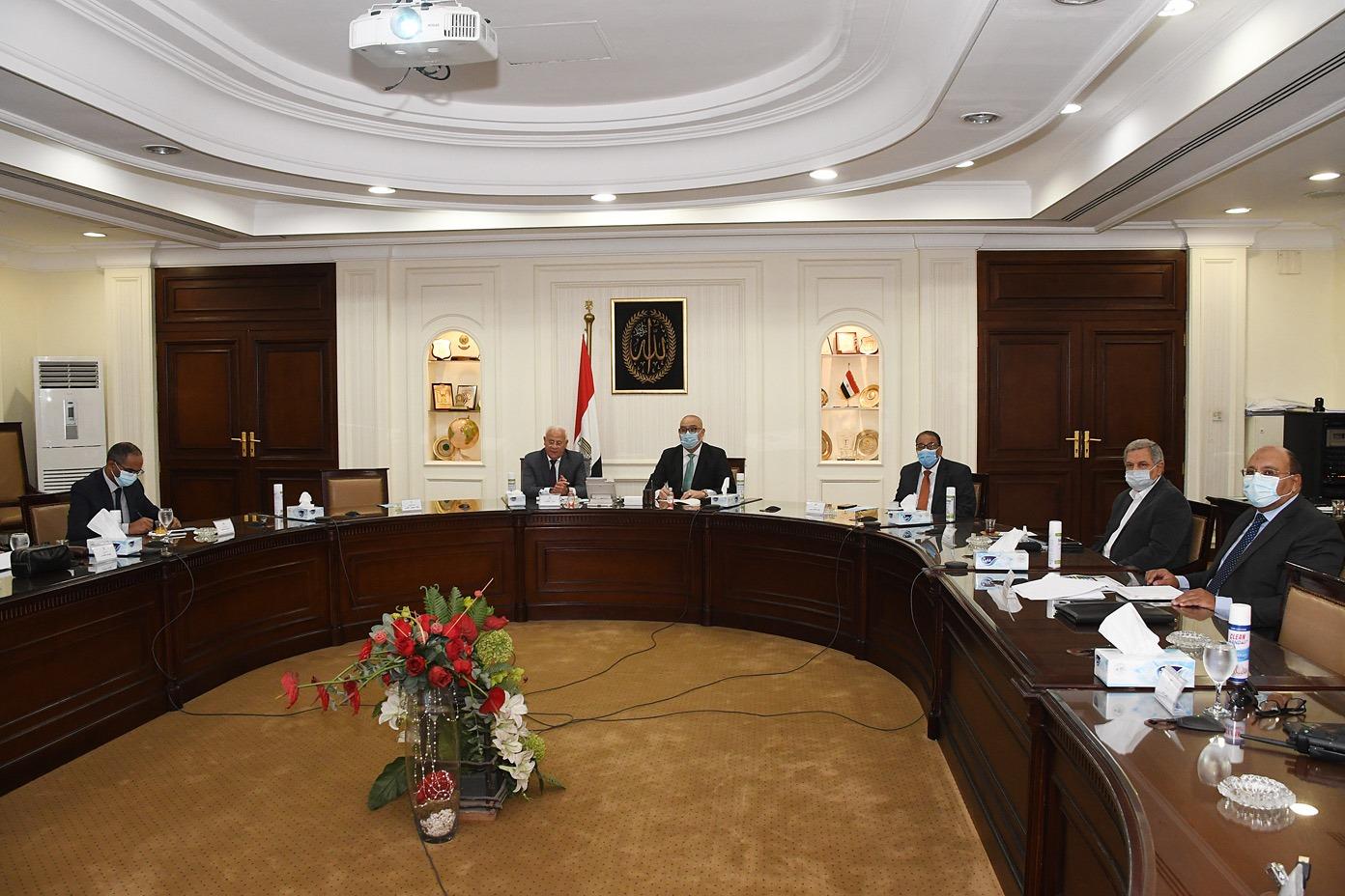 صور | وزير الإسكان ومحافظ بورسعيد يتابعان المشروعات الجاري تنفيذها بالمحافظة