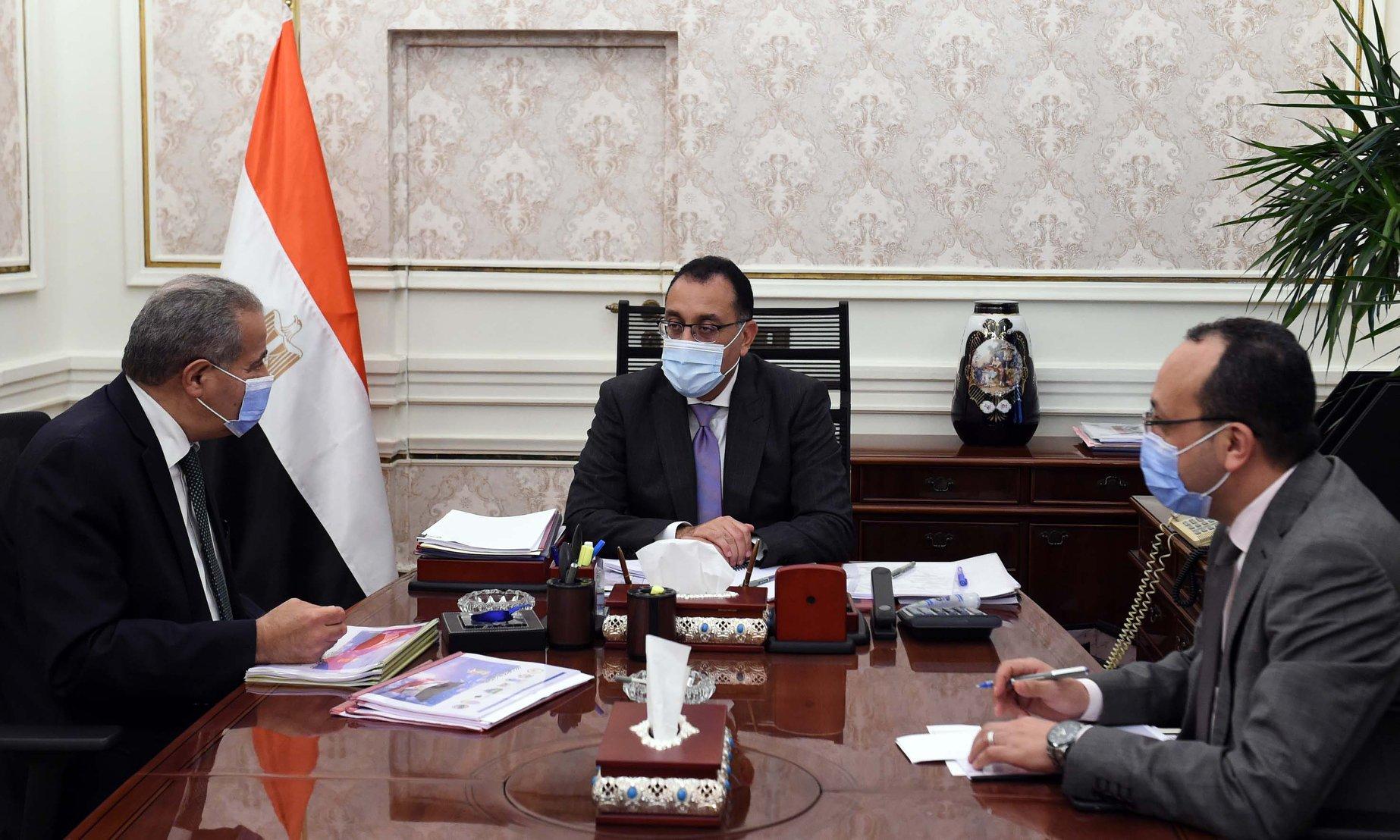 صور | مدبولى : توجيهات من الرئيس السيسي بتأمين مخزون استراتيجى من السلع