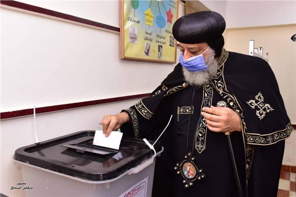 البابا تواضروس الثاني يدلي بصوته في انتخابات مجلس النواب