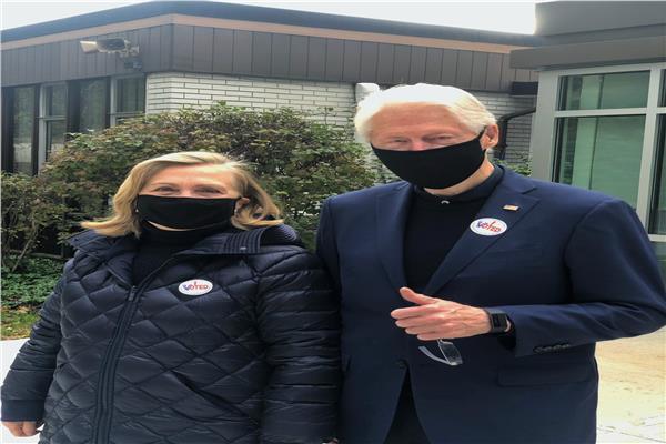 بيل وهيلارى كلينتون يعلنان تصويتهما لصالح جو بايدن في الانتخابات الرئاسية الأمريكية