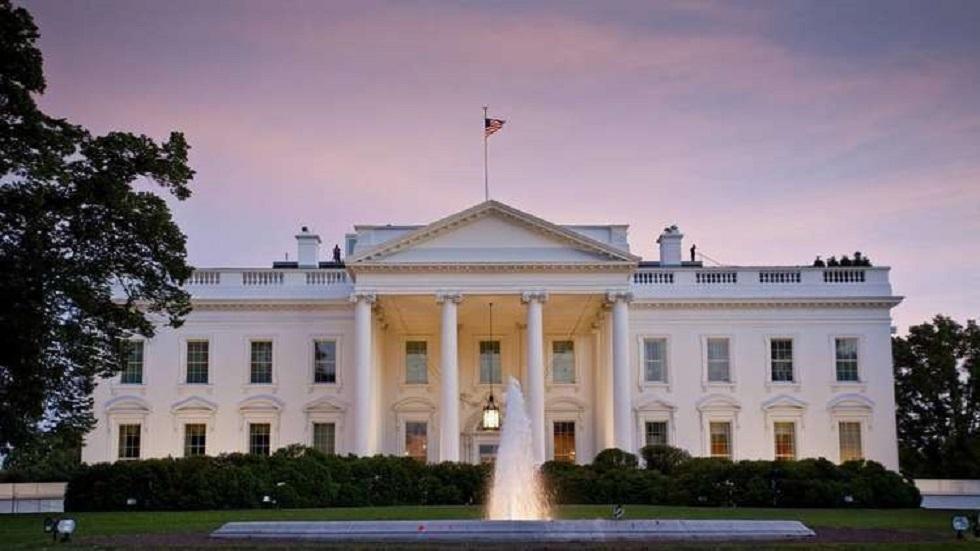 السلطات الأمريكية تضع سياجًا مرتفعًا حول البيت الأبيض بالتزامن مع إجراء الانتخابات