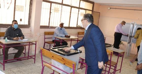 البدوى يدلى بصوته بانتخابات مجلس النواب فى مدرسة قاسم أمين بطنطا