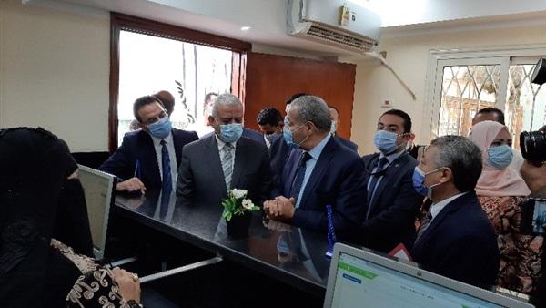 وزير التموين يفتتح مركزا تكنولوجيا لخدمة المواطنين في السويس
