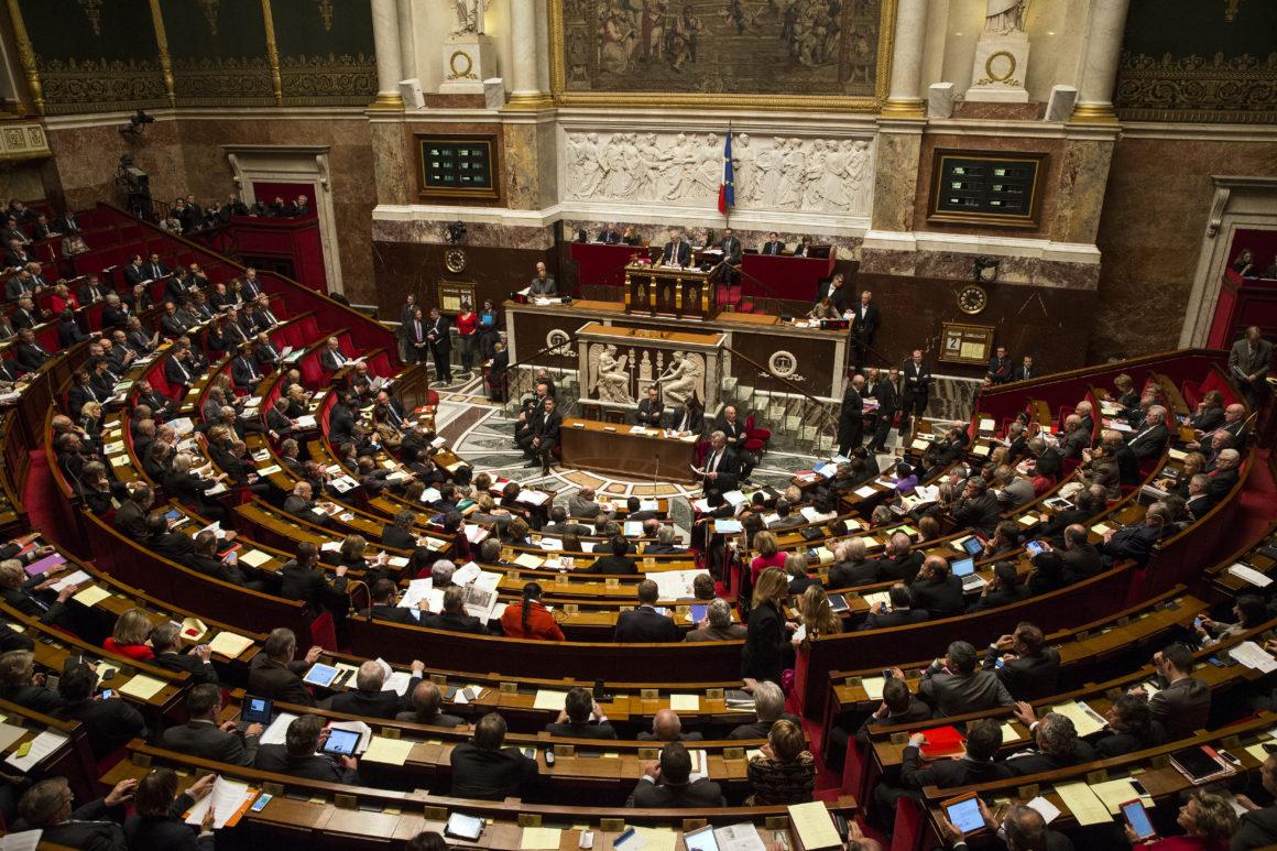 البرلمان الفرنسى يصادق على تمديد حالة الطوارئ الصحية لـ 16 فبراير القادم