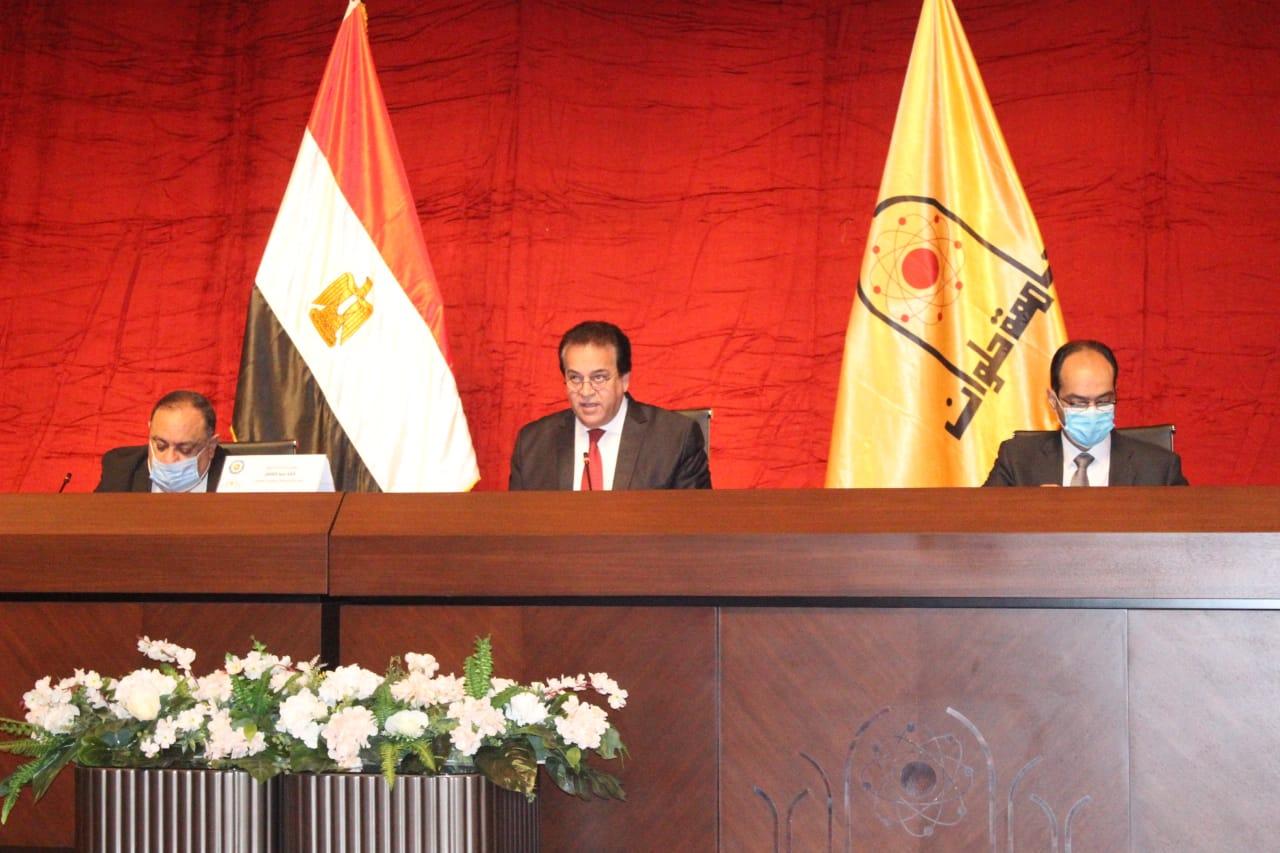 وزير التعليم العالي يؤكد الالتزام بانتظام الدراسة والإجراءات الاحترازية