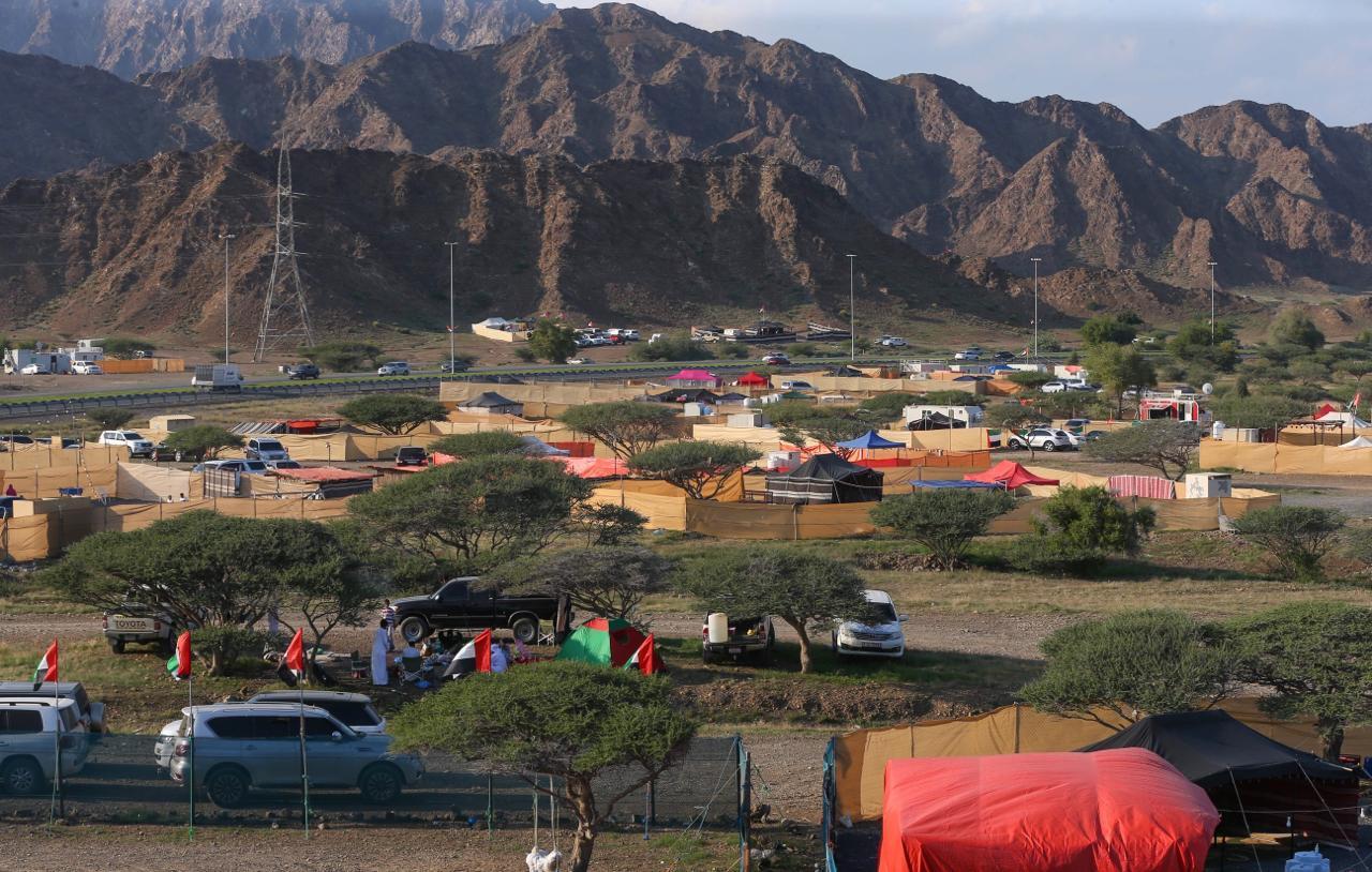 الإمارات تمنع إقامة المخيمات والكرفانات فى الفجيرة بسبب كورونا