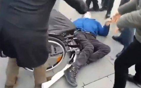 فيديو| شرطة تركيا تعتدي على برلماني «قعيد»