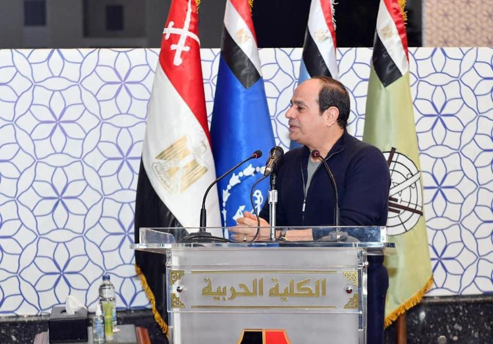 فيديو| زيارة الرئيس السيسي للكلية الحربية فجر اليوم