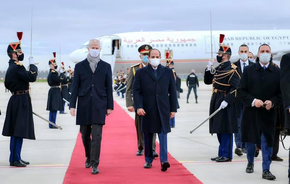 الرئيس السيسي يصل باريس فى زيارة رسمية تلبية لدعوة من نظيره الفرنسى