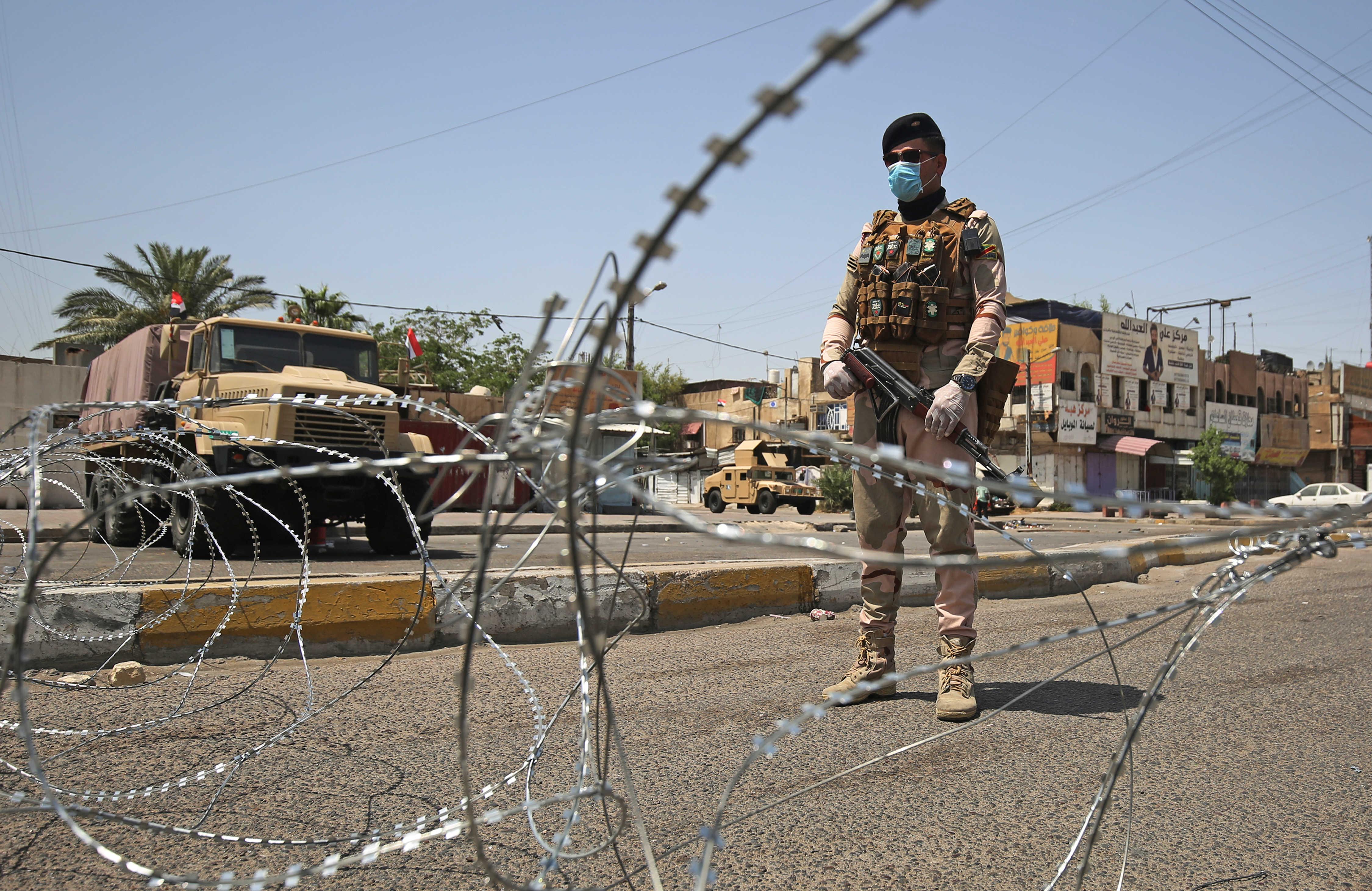 الاستخبارات العراقية تلقي القبض على أحد إرهابي داعش بالأنبار