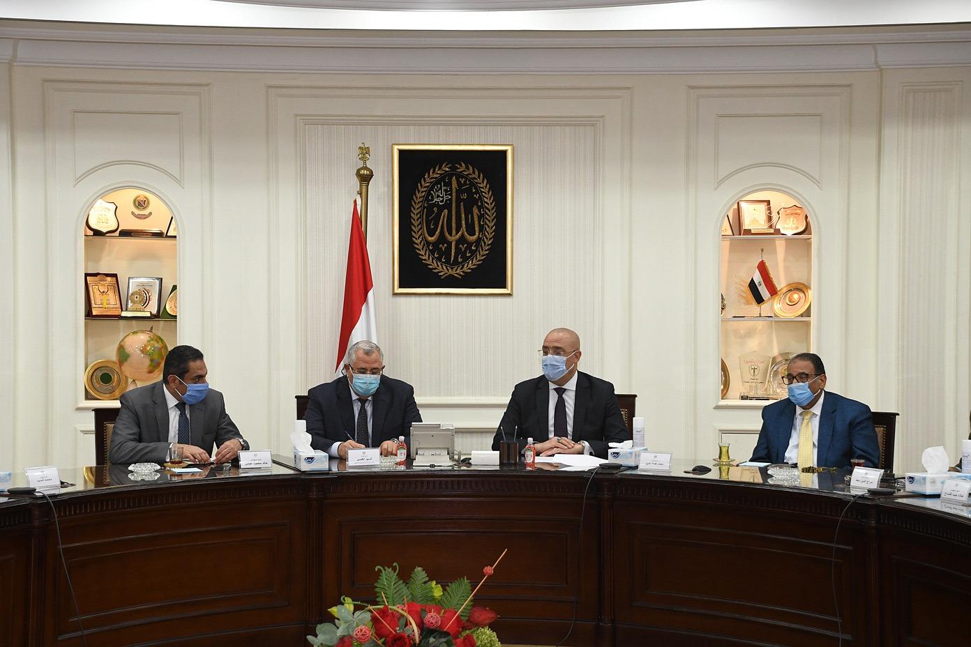 صور   وزير الإسكان يترأس اجتماع لجنة تنسيق ولاية الأراضى داخل الدولة