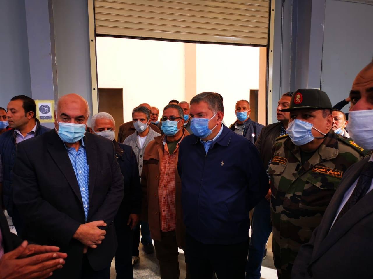 صور | وزير قطاع الأعمال ونائب محافظ الشرقية يتفقدان تطوير محلج القطن بالزقازيق