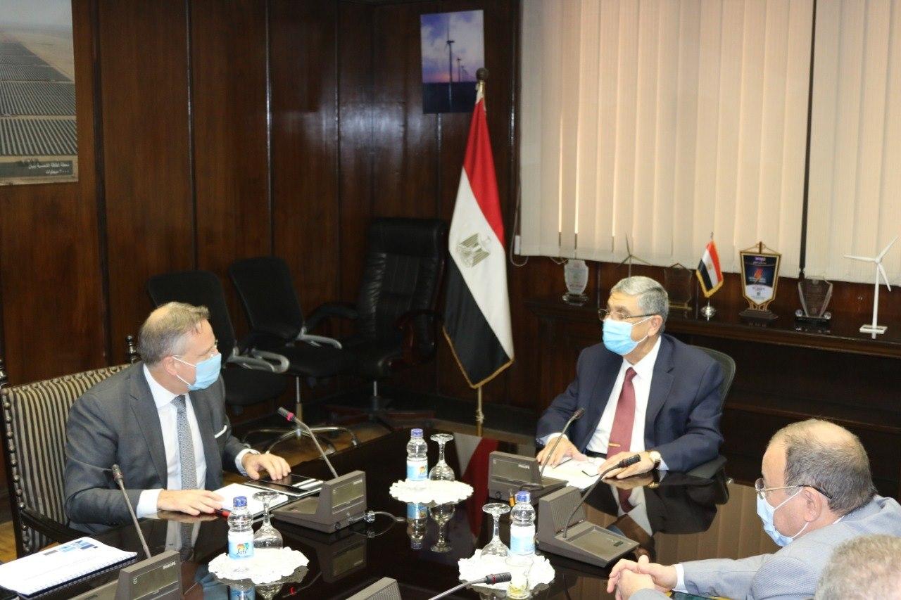 صور | وزير الكهرباء يستقبل سفير الدنمارك بالقاهرة لبحث سبل التعاون بين البلدين