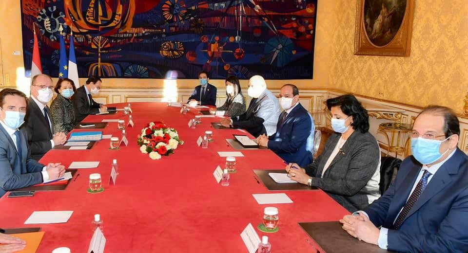 صور | الرئيس السيسي يبحث مع رئيس وزراء فرنسا المشروعات التنموية الكبرى بمصر