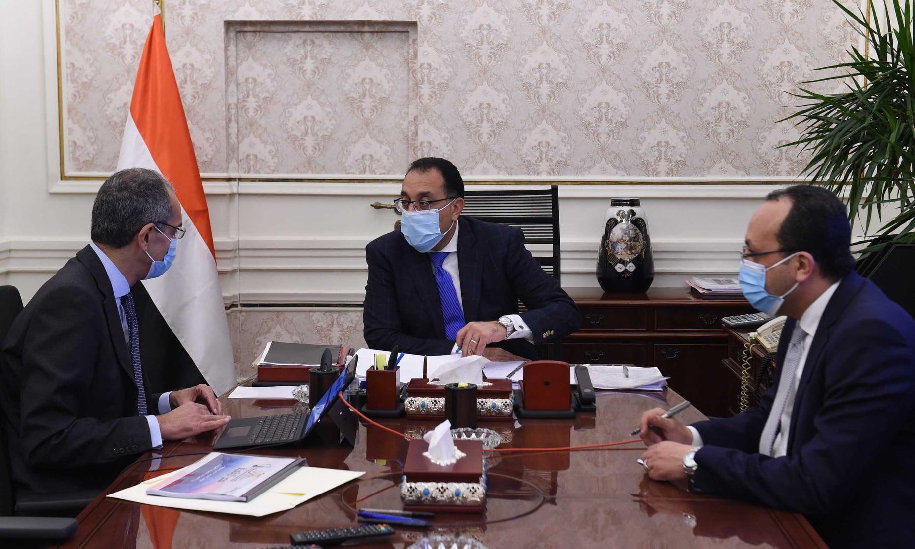 صور | رئيس الوزراء يتابع مع وزير الاتصالات ملفات عمل الوزارة