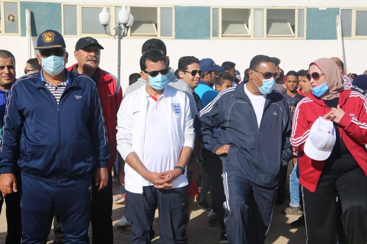 صور | وزير الرياضة يقود مسيرة للمشي بشرم الشيخ تحت شعار الرياضة للجميع