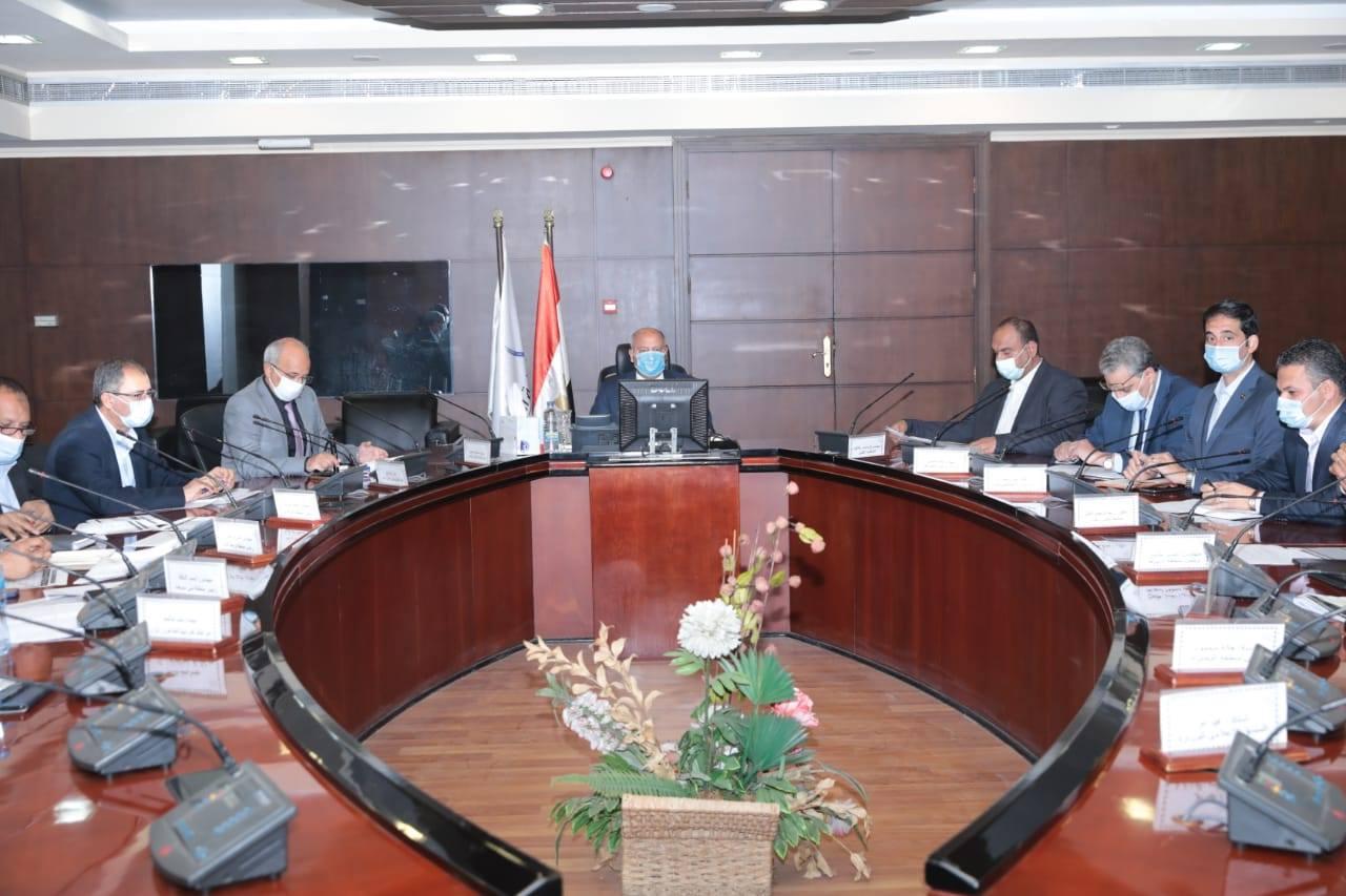 صور   وزير النقل يعقد اجتماعًا موسعًا لمتابعة معدلات تنفيذ مشروع رصف طرق المحليات