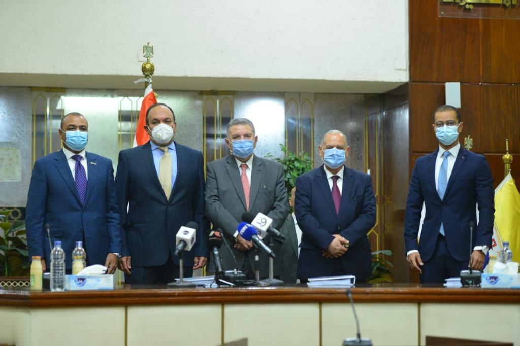 صور | وزير قطاع الأعمال يشهد توقيع عقد تقديم خدمات الحوسبة السحابية لشركات الوزارة