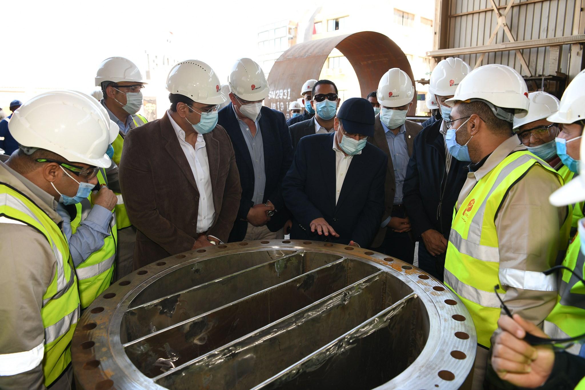 صور | وزير البترول : توطين التصنيع المحلى للمعدات البترولية لأنشطة البترول والغاز